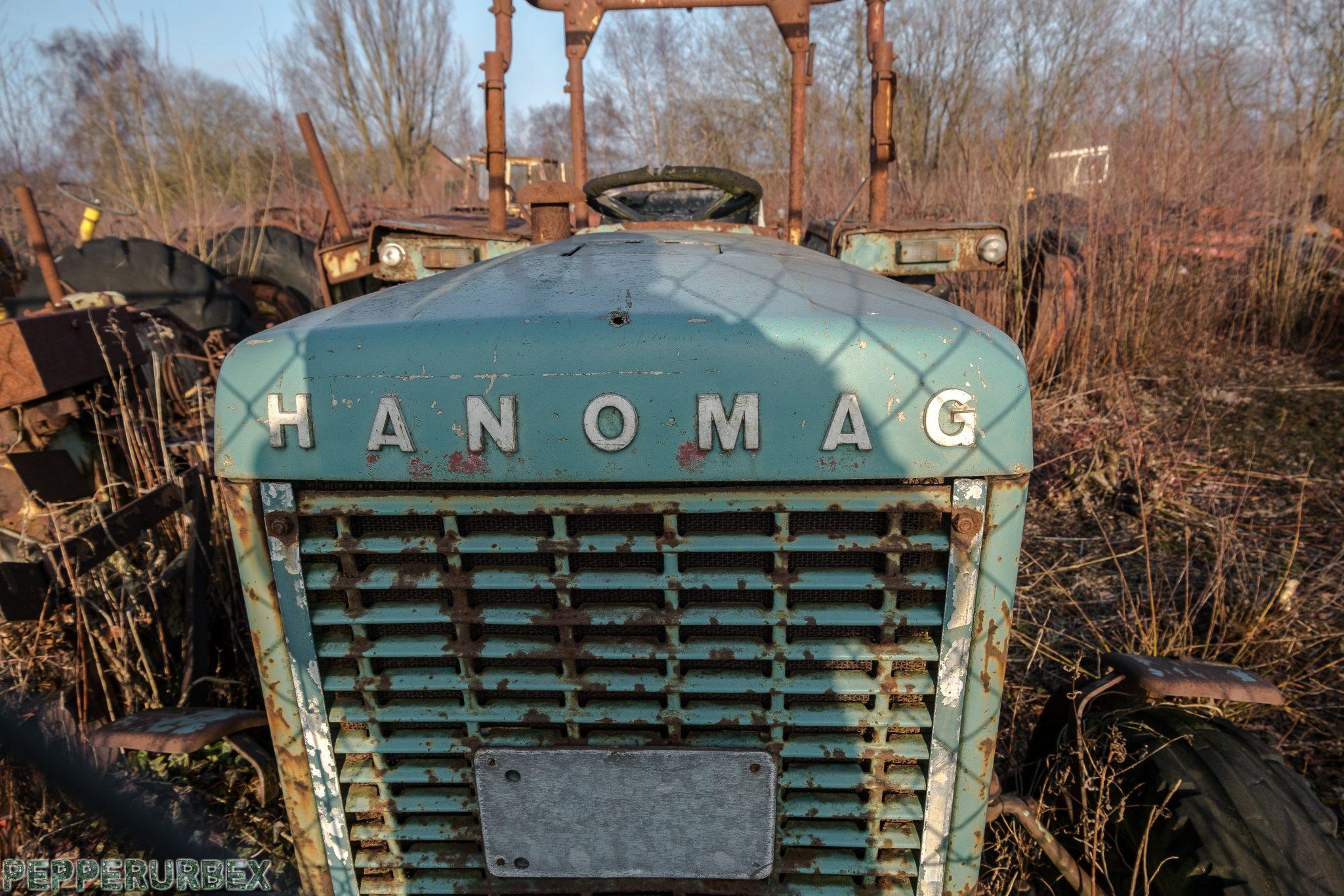 Tractor Cemetry 1 van 1 13