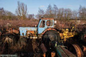 Tractor Cemetry 1 van 1 4