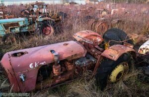 Tractor Cemetry 1 van 1 5